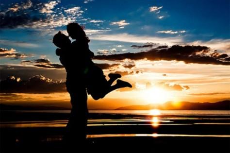 Beach-Couple-1024x6831-560x373